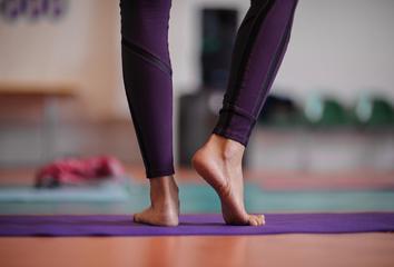 Jóga a chodidla: Proč se jóga praktikuje na boso?