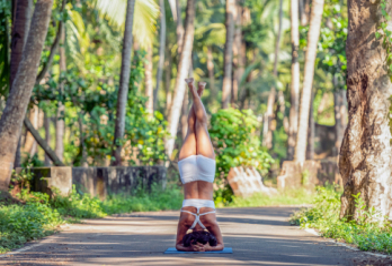 Plusy a minusy jógového cestování
