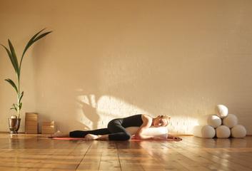 Restorativní jóga jako cesta k dokonalému uvolnění
