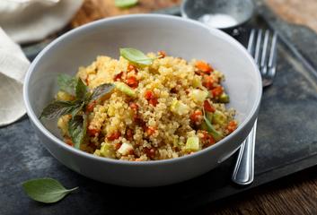 Cuketovo-quinoový salát