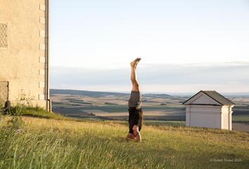 Václav Krejčík přichází s online kurzem jógy pro všechny – Žijte jógu LIVE