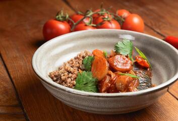 Treska s pohankou a rajčaty