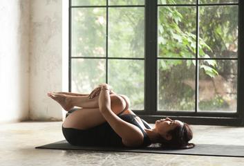 Bylinky a jóga při potížích se zažíváním