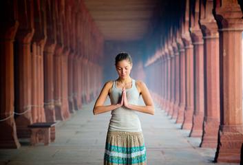Síla rituálu v malém indickém chrámu...