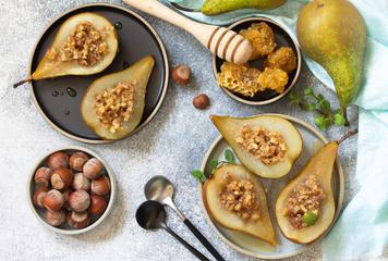 Pečené hrušky s lískovými ořechy