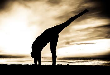 Cvičit jógu ráno, večer či v noci