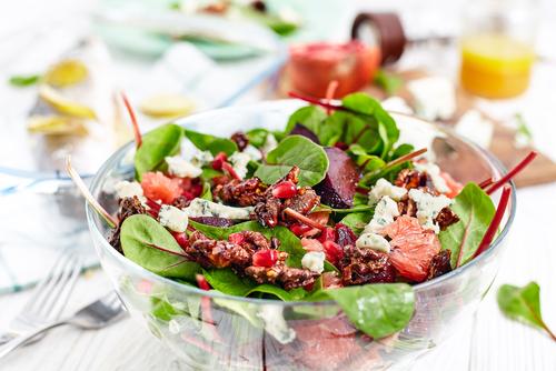 Svěží zeleninový salát s grapefruitem