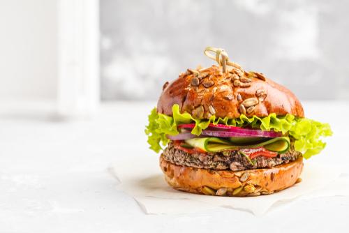 Hamburger z černých fazolí