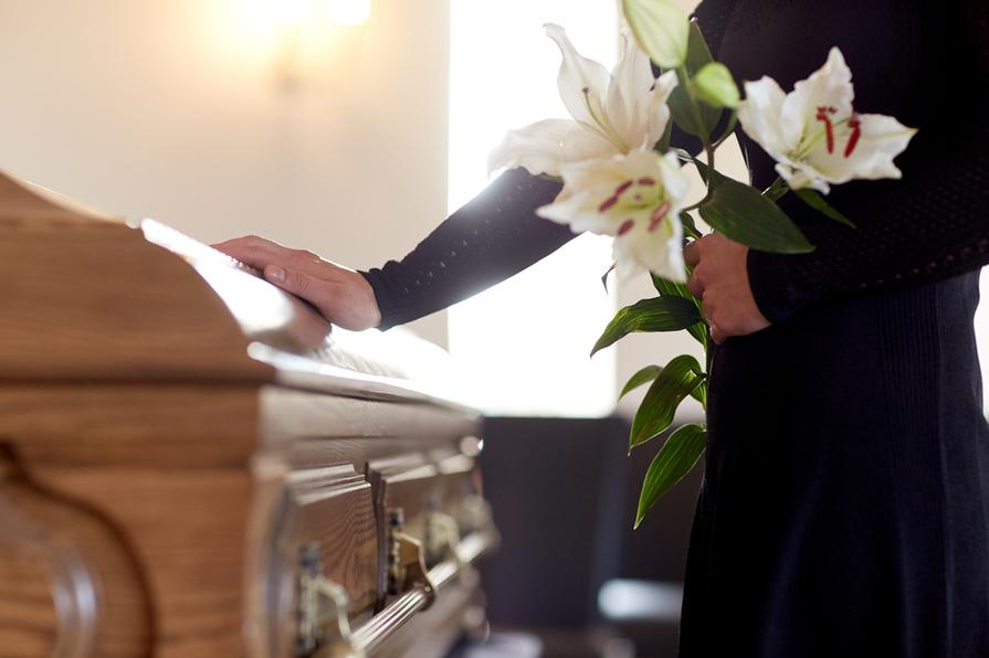 Měli bychom slavit pohřby?